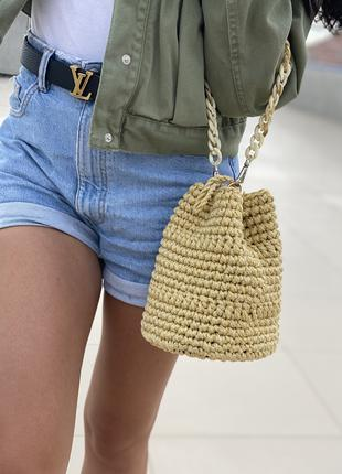 Вязаная сумка с деревянным дном