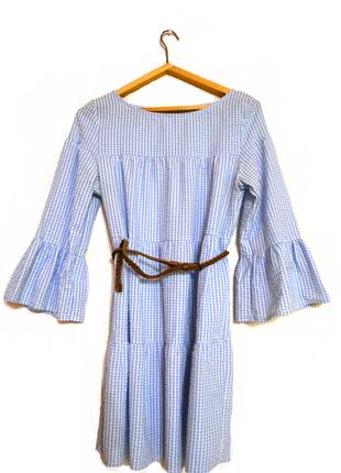 Актуальное клетчатое свободное платье сарафан с воланами и дли...