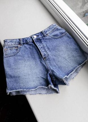 Джинсовые шорты из плотного джинса