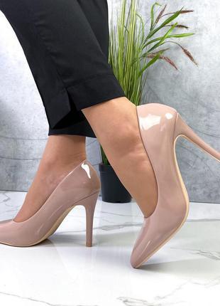 Новые женские лаковые бежевые туфли лодочки на шпильке