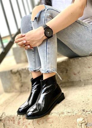 Черные лаковые деми ботинки на квадратном каблуке из натуральн...