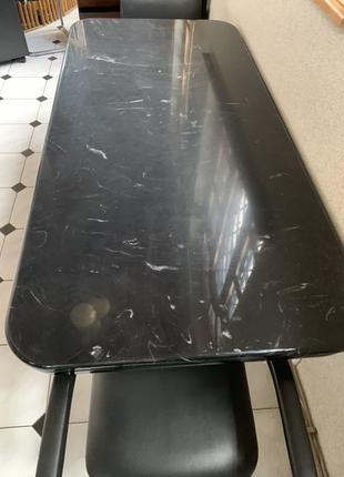 Стол . Мебель из дерева .