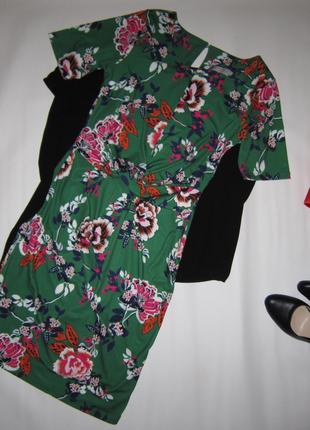 Яркое приталенное платье цветочный принт