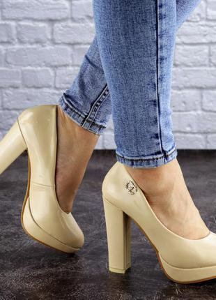 Женские туфли на каблуке бежевые fawn 1970