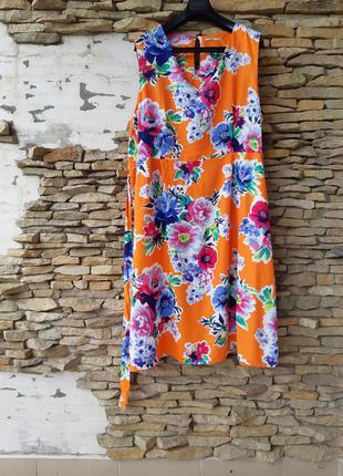 Яркое в цветы с карманами вискозное платье большого размера