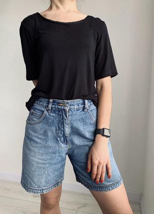Черная футболка, женственная черная футболка.