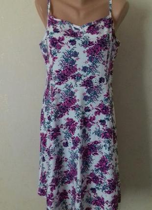 Трикотажное платье на тонких бретелях с принтом большого размера