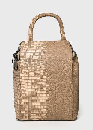 Маленький, вместительный рюкзак