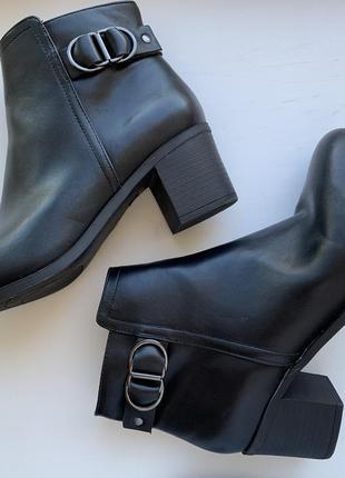 Ботинки на каблуку, демисезонные ботинки, красивые полуботинки.