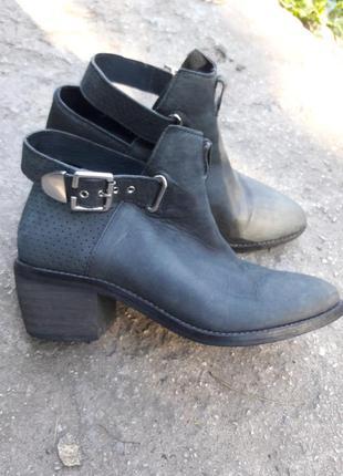 Ботинки деми.много обуви!!