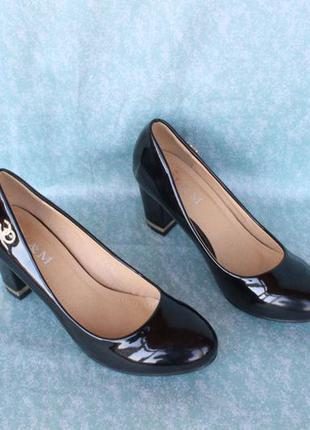 Туфли 36 размера на устойчивом каблуке