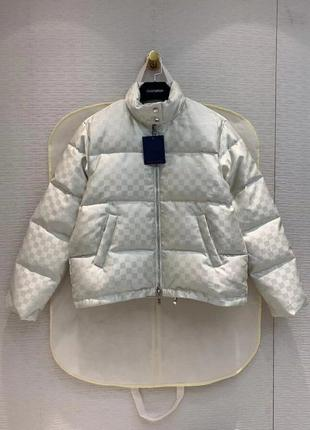 Куртки и Пуховики Moncler, Burberry, Prada, Max Mara, Armani