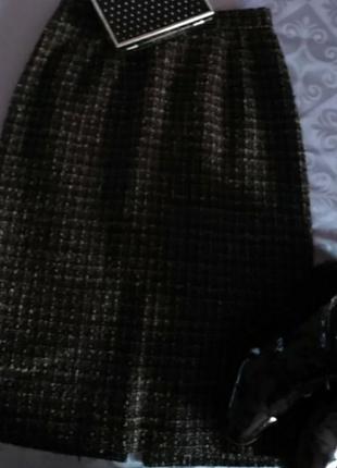 Теплая юбка на подкладке со шлицей.