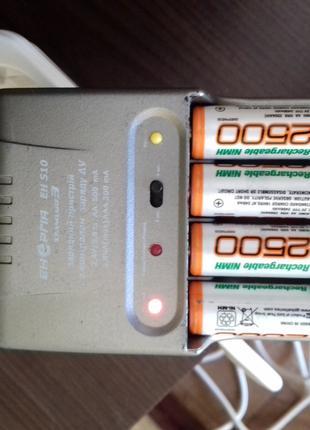 Продам зарядку с батарейками