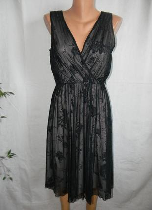 Красивое новое кружевное платье