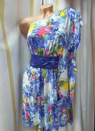 Платье асимметрия на одно плечо.