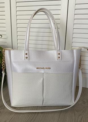 Большая сумка белого цвета