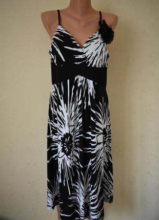 Новое красивое платье с украшением