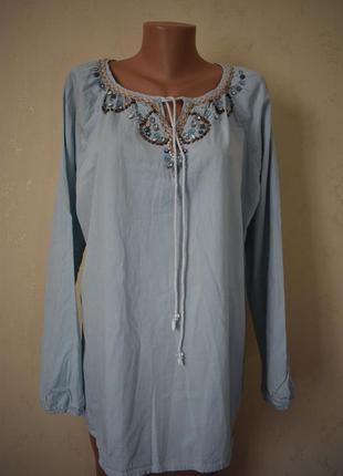 Джинсовая блуза с украшением большого размера
