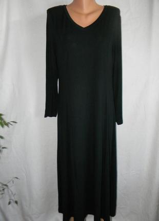 Длинное трикотажное черное платье