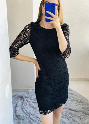 Чёрное кружевное платье до колен италия