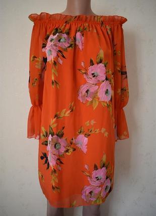 Платье с принтом и открытыми плечами