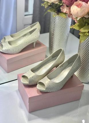 Новые свадебные туфли, туфли в стразах на среднем каблуке