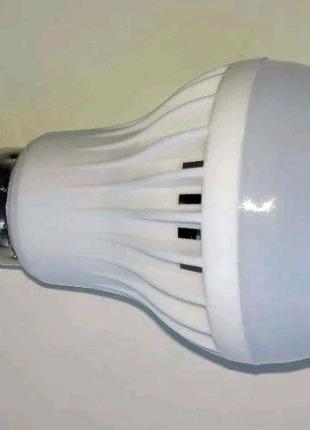 Led лампочка с датчиком движения (дневного света) E27