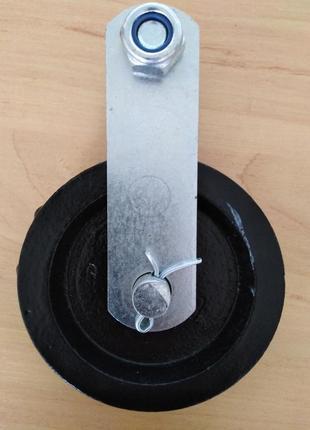 Поворотный ролик чугунный 90 мм