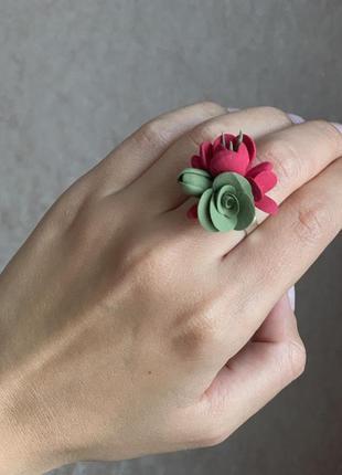 Кольцо с цветами ручной работы