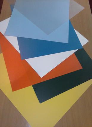 Пластик-пленка ПВХ в листах разноцветный.
