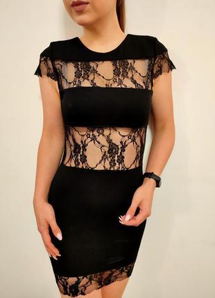 Маленькое черное платье с гипюром