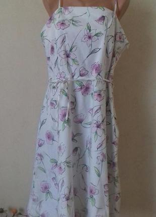 Натуральное платье на тонких бретелях с принтом цветы большого...