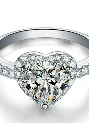 Элегантное женское кольцо с кубическим цирконием в форме сердц...