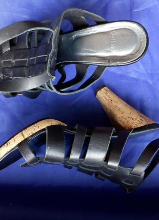 Туфли босоножки средний каблук черные кожа manfield 37 размер