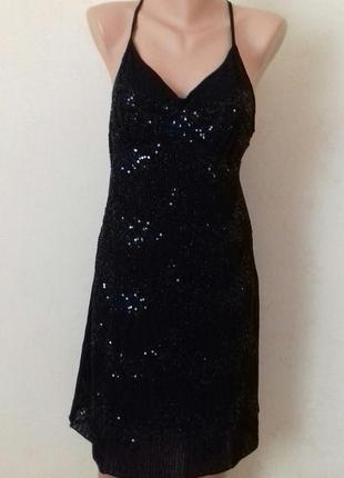Нарядное платье на тонких бретелях с вышивкой бисером и пайетками