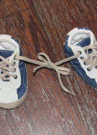 Кроссовки - пинетки для самых маленьких. мягкие, не натирают.