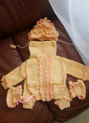 Вязаный костюм на новорожденного