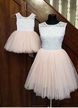 Яркие платья для мамы и дочки