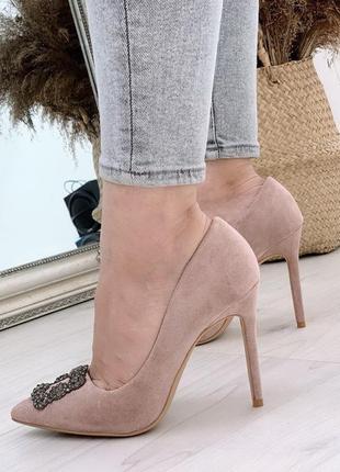 Туфли женские на шпильке цвет беж