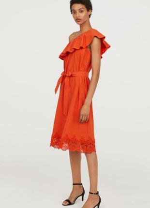 Хлопковое платье миди h&m на одно плечо с кружевом.