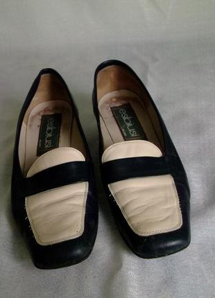 Темно синие с бежевой вставкой туфли