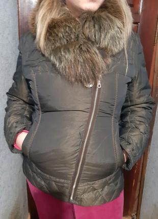 Куртка пуховик ) с мехом в хорошем состоянии