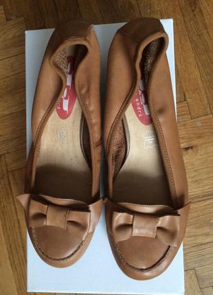 Новые немецкие кожаные туфли andre 39 (25.5-9.5) на широкую ногу