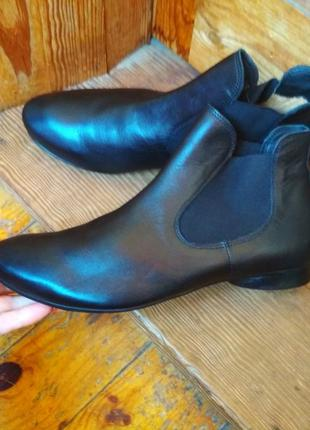 Качественные кожаные ботинки, не ношены.