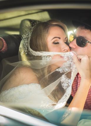 Видеооператор и фотограф. Снимаю красивые свадебные лавстори.