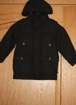 Демисезонное фирменное пальто а ребенка 3/4 года в отличном со...