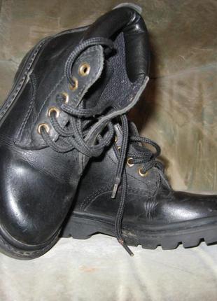 Фирменные кожаные ботинки деми р-29 в идеальном состоянии