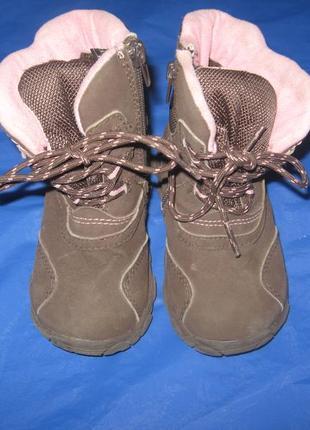 Демисезонные фирменные сапожки р-24,в отличном состоянии.обувь...