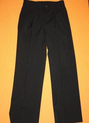 Школьные фирменные брюки для мальчика 8/9лет в идеальном состо...